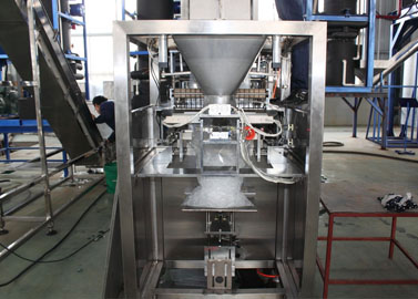 Fully-automatic ice packaging machine